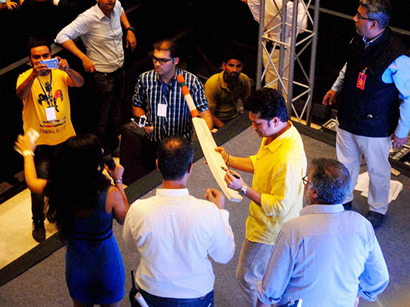 former-cricketer-sachin-tendulkar-gives-autographs-to-his-fans-at-a-function-in-noida-14638104007634